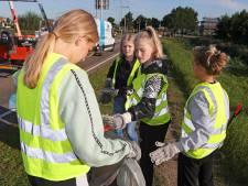 Hardinxveld is weer een beetje schoner dankzij deze brugklassers: 'Goed bezig, complimenten!'