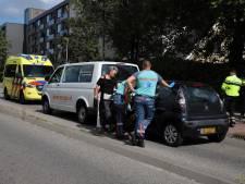 Aanrijding met drie auto's in Wateringen, vrouw zonder spoed naar ziekenhuis vervoerd