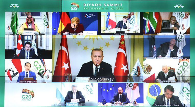 De leiders van de twintig grootste wereldeconomieën spraken elkaar dit weekend via videoverbinding.  Beeld Turkish President Press Office/EPA