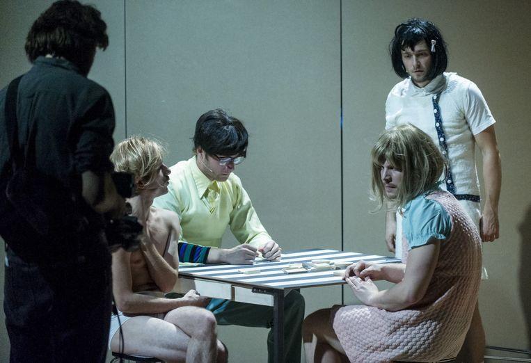 De familie Mansøn, gespeeld door De Nieuwkomers/Lars Doberman. Beeld null