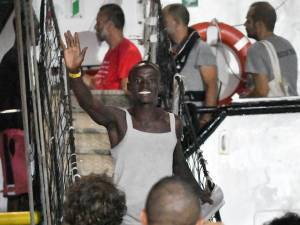 Les migrants de l'Open Arms sont arrivés à Lampedusa, Madrid n'exclut pas de sanctionner l'ONG