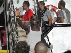 Les migrants de l'Open Arms sont arrivés à Lampedusa, Madrid n'exclut pas de sanctionner l'ONG
