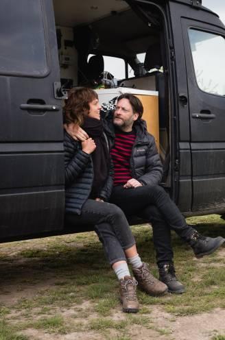 """Lot (44) en Ulricht (51) reisden al met een omgebouwd busje lang voor het cool was: dit zijn hun tips en budget. """"We trekken rond zonder haast en zonder 'moeten'"""""""