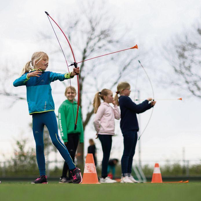 MeerMoerdijk organiseerde een spelletjesmiddag vandaag op het terrein van Virtus. Kinderen konden aan de gang met diverse sporten.