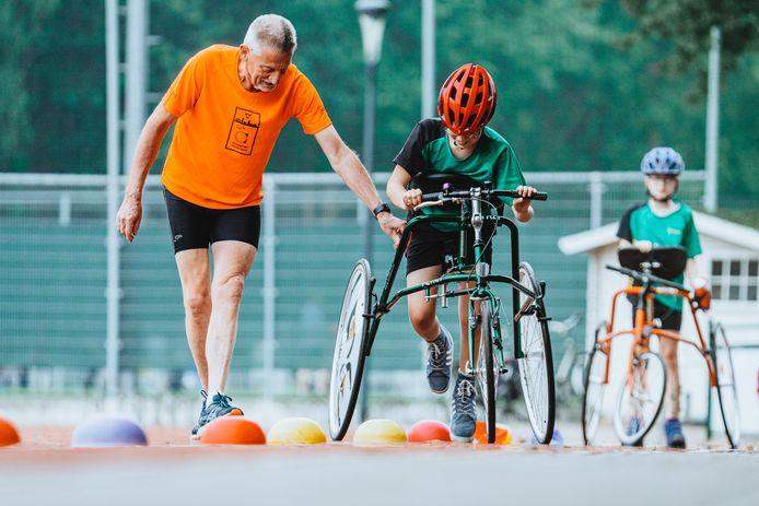 Frameruunning bij Scorpio met Cas Lensvelt (blauwe helm, rechts), Sjoerd van Dam (rode helm) en trainer Noud van Dongen.