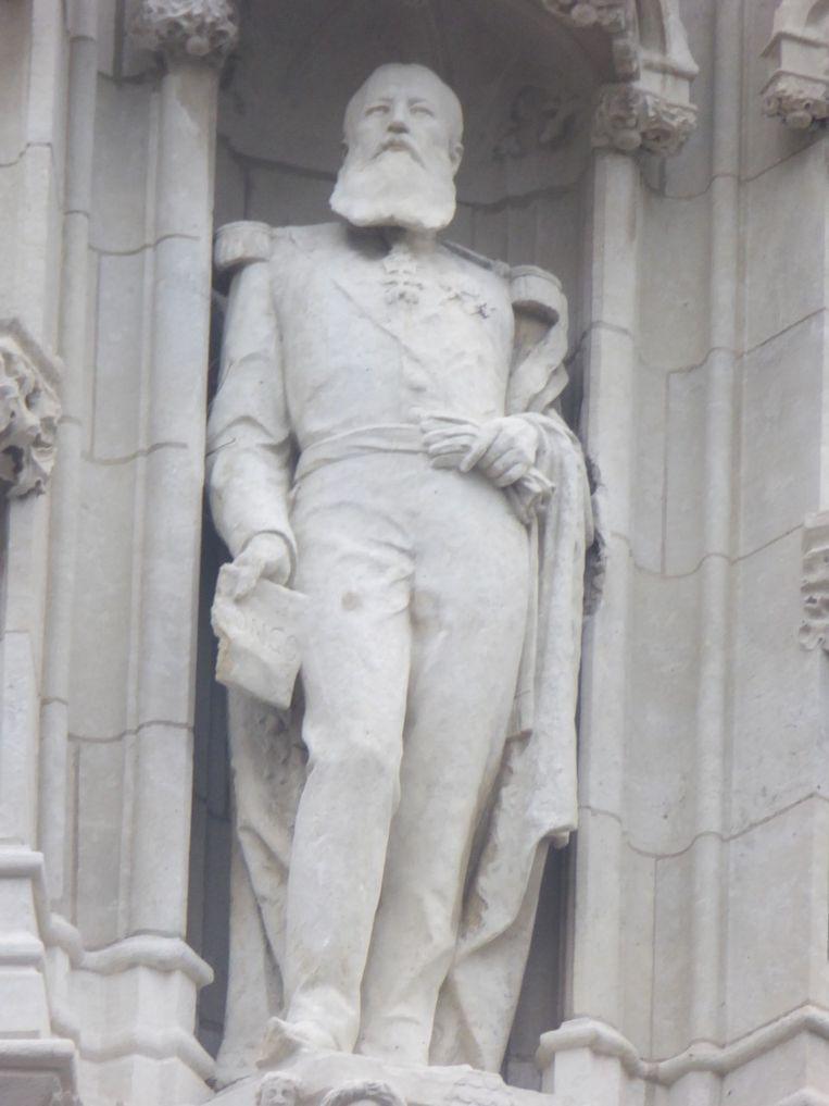 Leopold II staat in een nis van het historische stadhuis in Leuven. Beeld VVB-Leuven