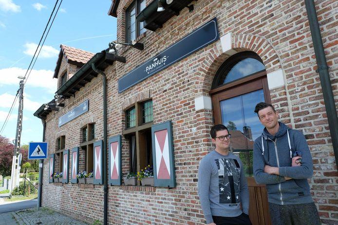 Stijn en Tim geven De Blauwe Koe een nieuwe thuis in Het Panhuis.