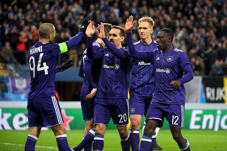 Anderlecht-kapitein Sofiane Hanni viert zijn goal tegen Bayern in de Champions League. Beeld Photo News