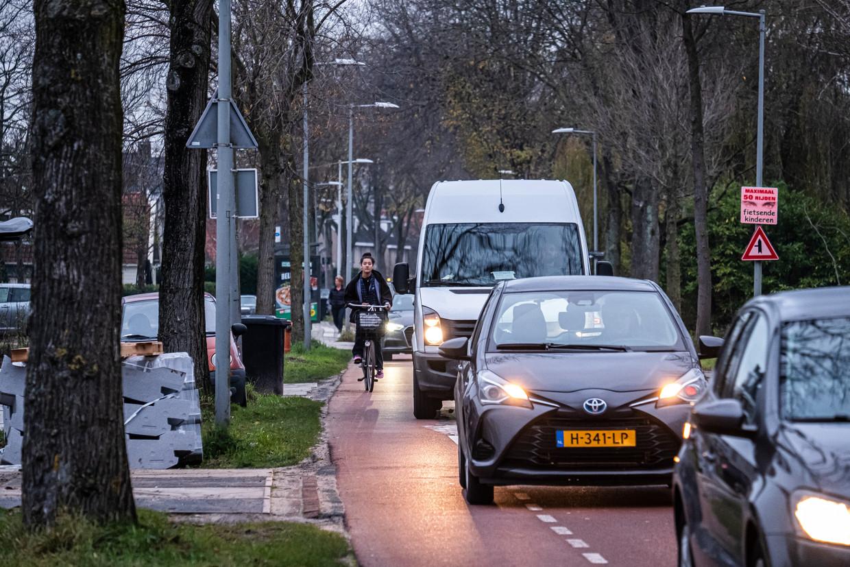 De verkeersdruk op Sloterweg is hoog. Beeld Dingena Mol