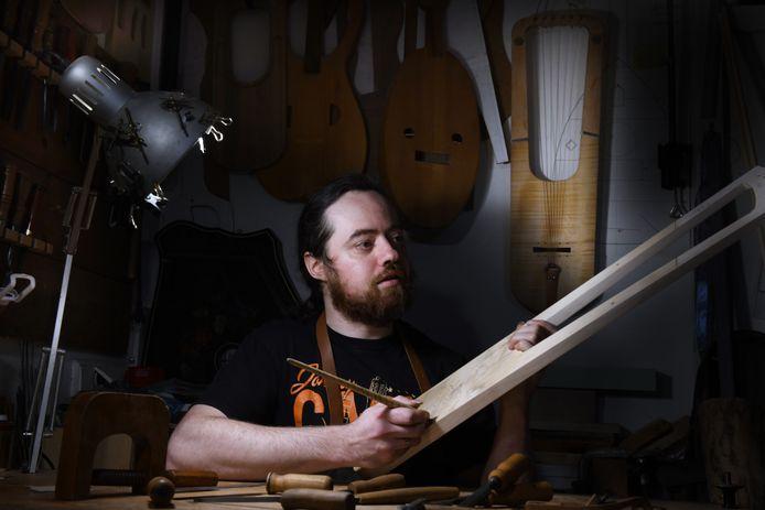 Jan van Capelle uit Wijk bij Duurstede weet alles over oude instrumenten. Morgenavond vertelt hij erover.