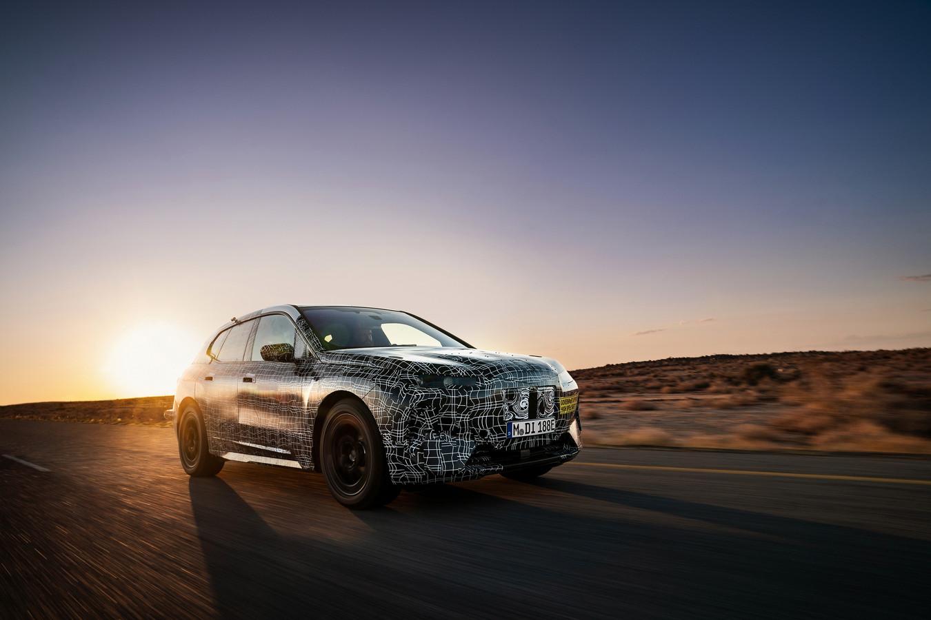 Een prototype van de BMW iNext - die geen iNext gaat heten - tijdens hittetests