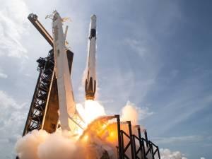 Un milliardaire offre huit tickets pour l'accompagner dans l'espace
