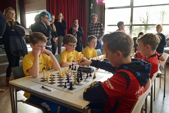 Leerlingen van de Theo Thijssenschool en Binnen de Veste gingen vorig jaar februari de strijd nog 'live' met elkaar aan, in de aula van Pieter Zeeman