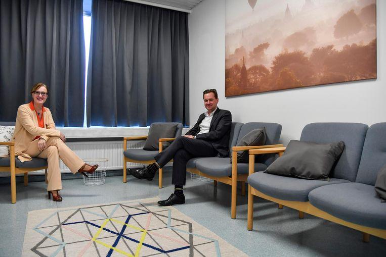 Stefan Van den Brouck, directeur AZ Nikolaas, en Katlyn Colman, directeur Wit-Gele Kruis Oost-Vlaanderen.
