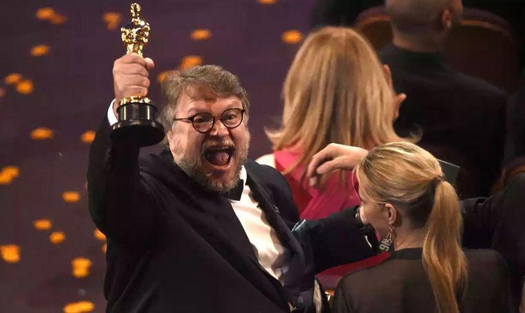 Guillermo Del Toro won de Oscar voor Beste Film met The Shape of Water Beeld rv
