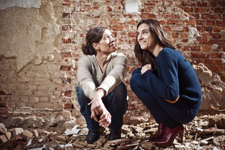 Sara De Roo (links) en Natali Broods. Beeld Jonas Lampens