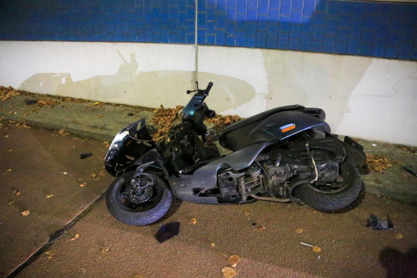 Scooters botsen tegen elkaar in Helmond