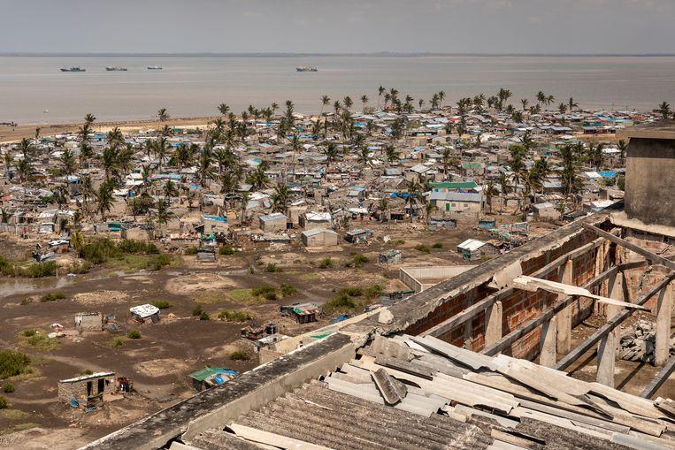 Vooral de vissersgemeenschap op Praia Nova (Nieuw Strand) een sloppenwijk ingeklemd tussen de stad en de zee, is kwetsbaar en heeft regelmatig te maken met overstromingen. Ook orkaan Idai zorgde hier voor de meeste schade. Beeld Sven Torfinn