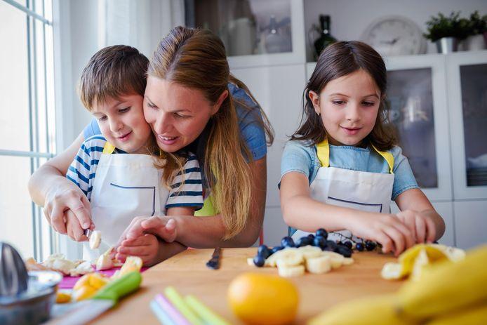 Moeders geven hun jongste kind vaak sneller meer en ongezondere tussendoortjes, foto ter illustratie.