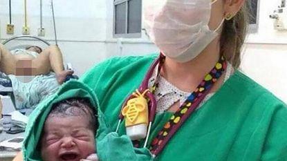 Dit is waarschijnlijk gênantste bevallingsfoto ooit (en het is blijkbaar al meer mensen overkomen)