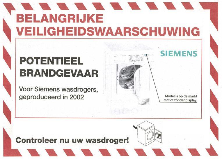 Een veiligheidswaarschuwing over een wasdroger. Beeld de Volkskrant