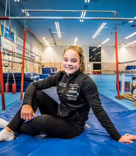 Het Bornse turntalent Astrid de Zeeuw moet na tien jaar trainen stoppen door een schouderblessure: 'Het is oké zo'