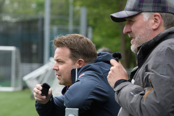 Robert van Oosterom (links) en Sjoerd Weurman geven bij HBS commentaar bij commentaar livestream