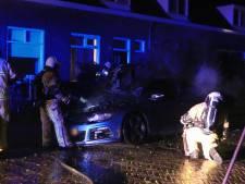 Auto verwoest door brand in Enschede na harde knal