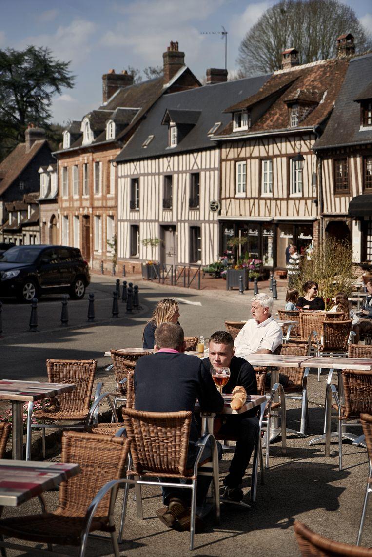 Lyons-la-Fôret, met zijn 800 zielen, zijn vakwerkhuizen en zijn wouden, is 'un des plus beaux villages de France'. Beeld Eric de Mildt