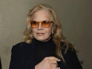 """""""J'ai deux amours"""": l'hommage de Sylvie Vartan qui risque de ne pas plaire à Laeticia Hallyday"""