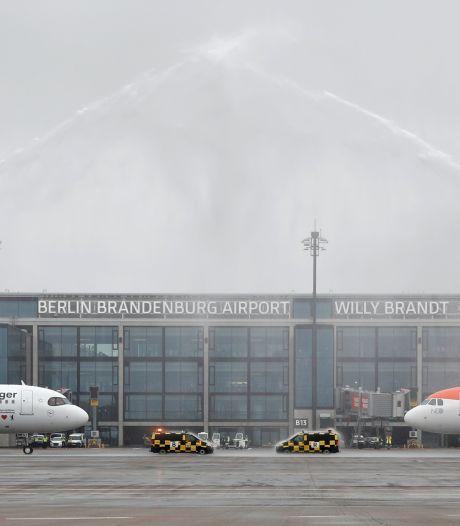 Duitse 'hoofdpijnluchthaven' eindelijk open maar zit al meteen in zwaar weer