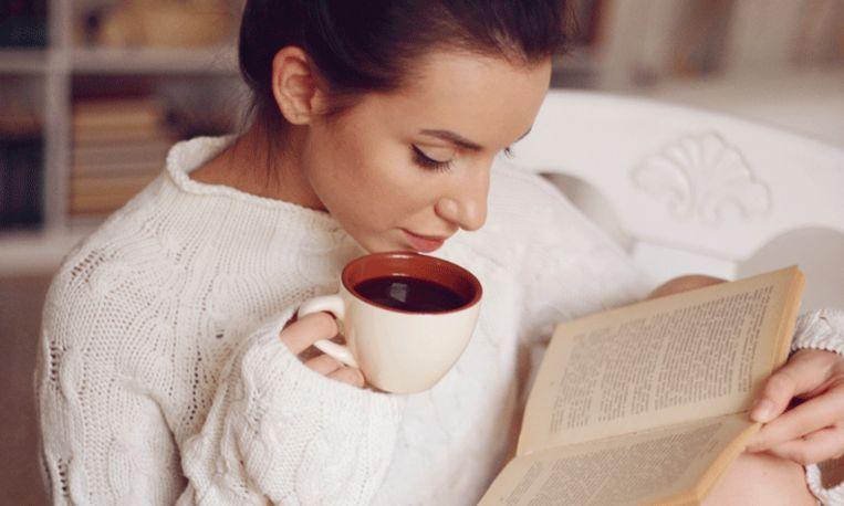 Koffie op je witte blouse geknoeid? Zo zie je er niks meer van!