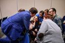Bij de presentatie van de tegemoetkoming voor chroom-6-slachtoffers, begin 2019, kregen mensen uitleg van toenmalig wethouder De Ridder. ARCHIEFFOTO