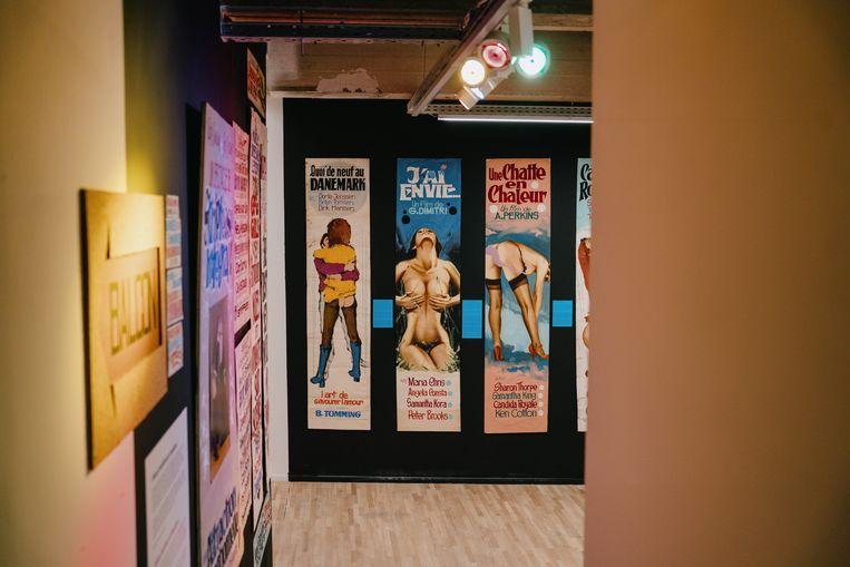 Meer pornoaffiches voor 'The ABC of Porn Cinema', het andere luik van de 'Double Bill'-expo.  Beeld Wouter Van Vooren