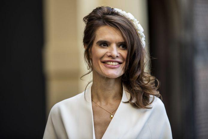 Demissionair minister Barbara Visser van Infrastructuur en Waterstaat (VVD) op weg naar de Grote Kerk op Prinsjesdag.