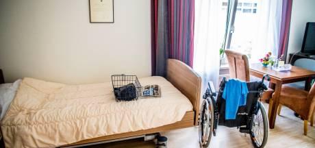 Sterfte onder bewoners verpleeghuizen en instellingen bijna verdubbeld