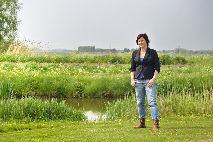 Petra Wevers uit Zevenbergen in een omgeving waar ze het liefst verblijft, tussen het groen.