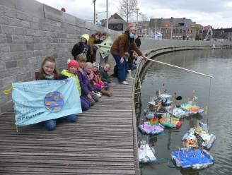 Kinderen laten 'Raveel-vlotten' varen op de Leie