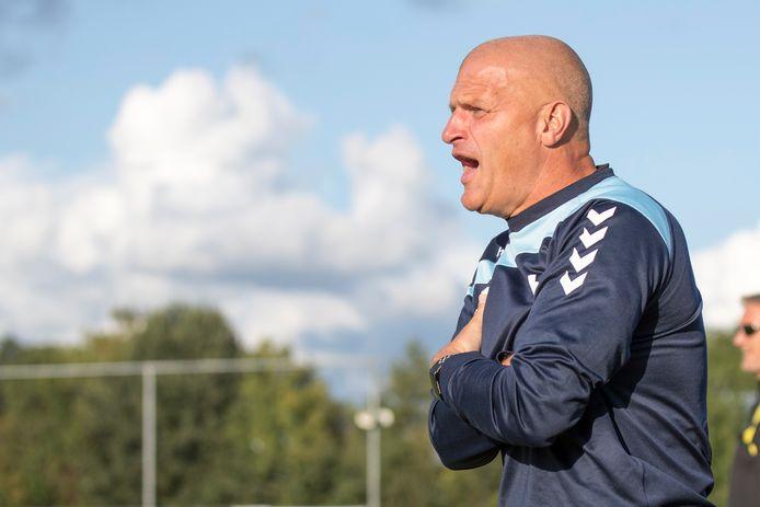 Harro Hazelaar, trainer van Oostkapelle.