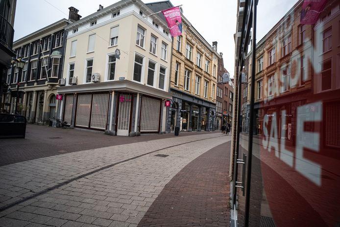 In de Arnhemse binnenstad zijn nauwelijks mensen op straat.
