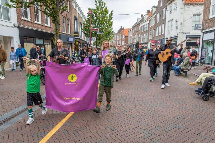 Zeeuwse muzikanten gingen zaterdagmiddag de straat op in Middelburg. Ze willen weer optreden.