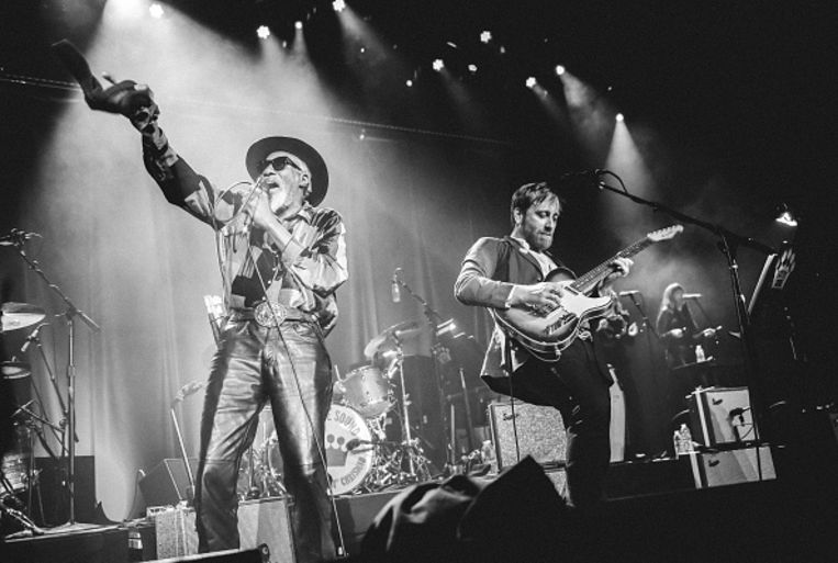 Robert Finley en Dan Auerbach in het Ryman Auditorium  op 25 februari 2018 in Nashville, Tennessee.  Beeld Jason Kempin, Getty