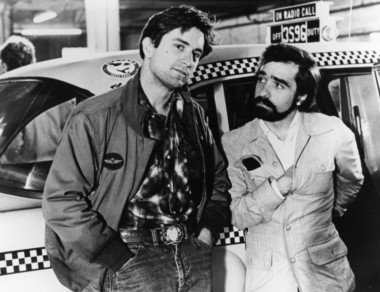 Robert De Niro en Martin Scorsese op de set van 'Taxi Driver' (1976).