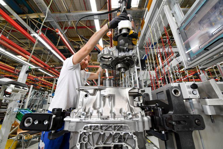 ► De Duitse auto-onderdelenmaker ZF Friedrichshafen is een van twaalf bedrijven die donderdag wellicht de toestemming krijgen om chroom-6 te blijven gebruiken.