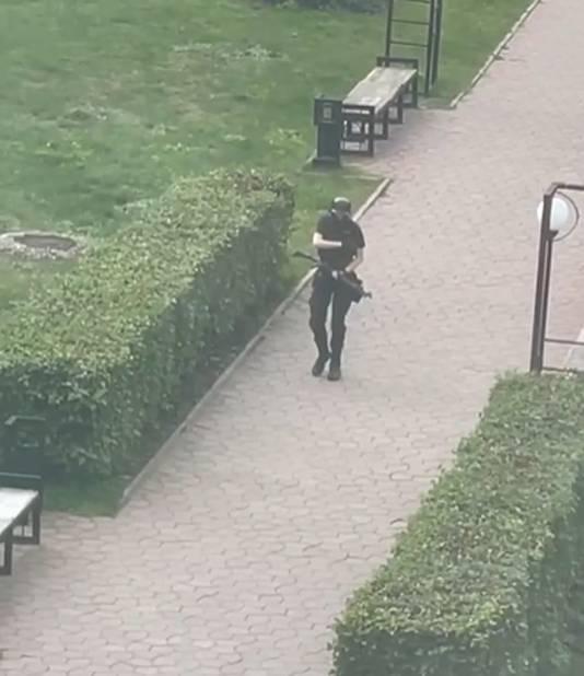 De gewapende schutter in de Russische staatsuniversiteit.
