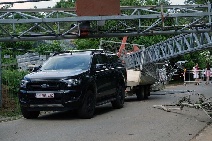 In de Beatrijslaan in Rotselaar viel een kraan op een aanhangwagen.