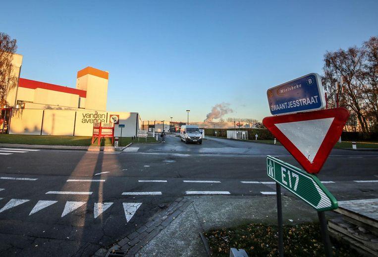 De nieuwe ontsluitingsweg die het zwaar verkeer uit het centrum moet bannen zal over grondgebied Crop's en Vandenavenne naar het kruispunt van de Zwaantjesstraat met de Oostrozebekestraat lopen.
