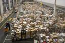 Foto ter illustratie. Extreme drukte bij het distributiecentrum van  Jumbo afgelopen maart