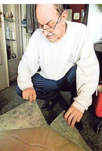 Ook bewoner Frans Janssens heeft scheuren in zijn chape.