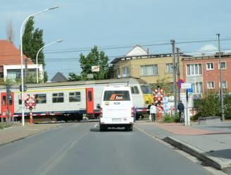 Zwijndrechtbus en lijn 87 rijden om door sluiting overweg Statiestraat